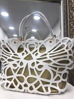 Чанта в бяло