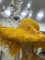 Сламена шапка с панделка в жълто