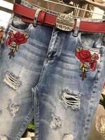 Дънки с бродирани рози