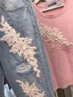 Дънки с розова декорация