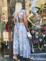 Романтична рокля с изрязан гръб