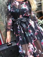 Черна рокля с флорални мотиви