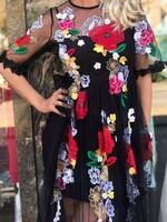 Дълга рокля с флорални мотиви