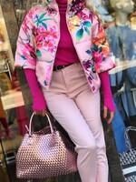 Розово яке на цветя