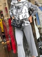 Комплект от блуза панталон и шал в сиво