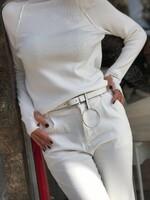 Кашмирено поло в бяло