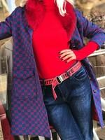 Палто в синьо и червено с яка от естествен косъм
