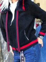 Жилетка тип суичер с червен кант в черно