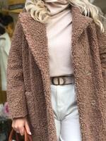 Палто от естествена агнешка вълна в кафяво