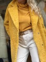 Палто от есттествена агнешка вълна в жълто