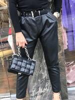Кожен панталон с колан в черно
