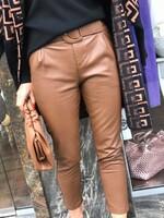 Кожен панталон с колан в кафяво