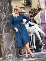 Комплект рокля с пуловер в синьо