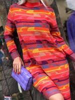 Коралова рокля с пъстри декорации