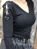 Черна блуза с връзки на раменете