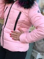 Розово яке с цветна качулка