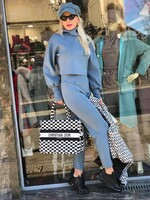 Комплект в синьо със скъсена блуза