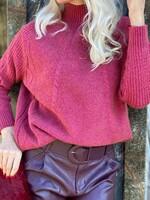 Пуловер в малинов цвят с поло яка