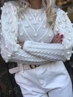 Скъсен пуловер в бяло