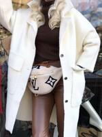 Кашмирено палто в бяло с джобове