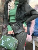Жилетка в зелен цвят с естествен косъм