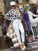 Пуловер в бяло с животински принт
