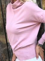 Кашмирено поло със свободен силует в розов