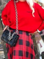 Пуловер в червено