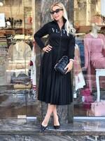 Сатенирана рокля солей в черно