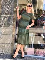 Сатенирана рокля в маслено зелено