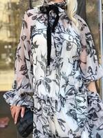 Шифонена рокля в бежово с панделка