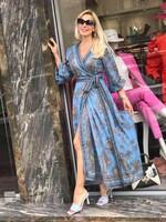 Дълга рокля в синьо с орнаменти