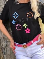 Тениска в черно с цветни декорации