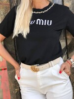 Тениска в черно с бял надпис