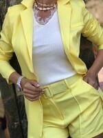 Сет с къси панталони в жълто