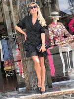 Къса рокля в черно с бяло райе