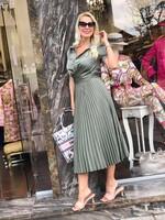 Сатенирана рокля солей в маслено зелено