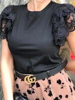 Блуза в черно с ефектни ръкави