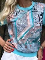 Блуза в синьо с плетиво на ръкава и гърба