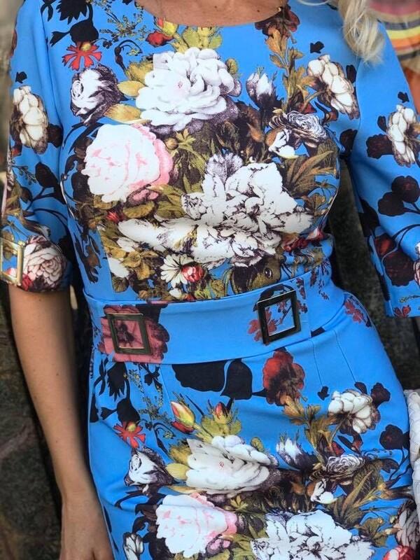 Синя рокля с цветя