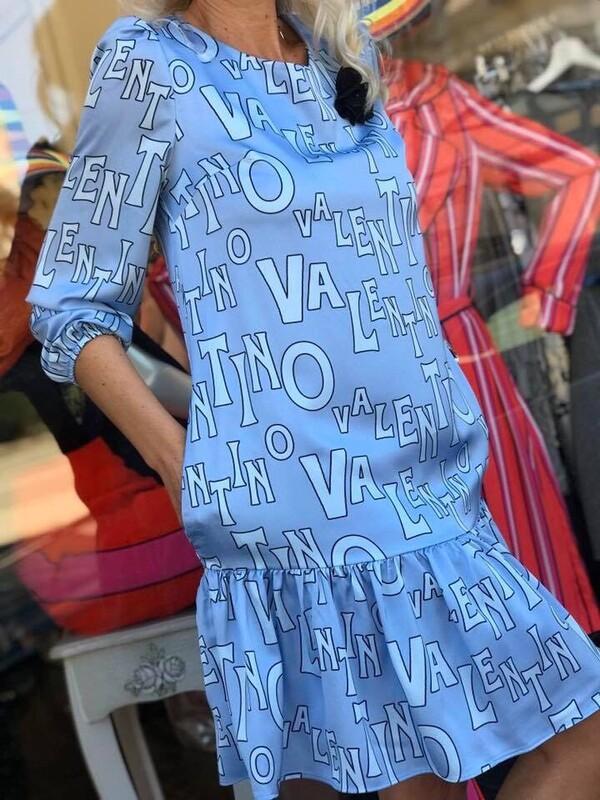 Рокля в синьо със свободен силует