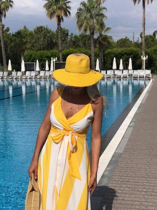 Рокля с широко райе в жълто