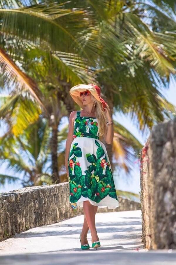 Бяла рокля с кактуси