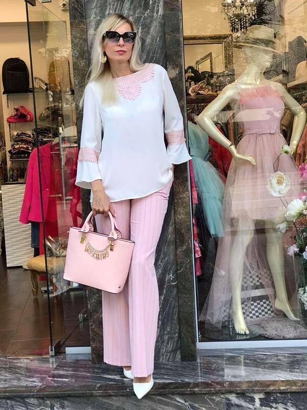 Риза в бяло с розова декорация
