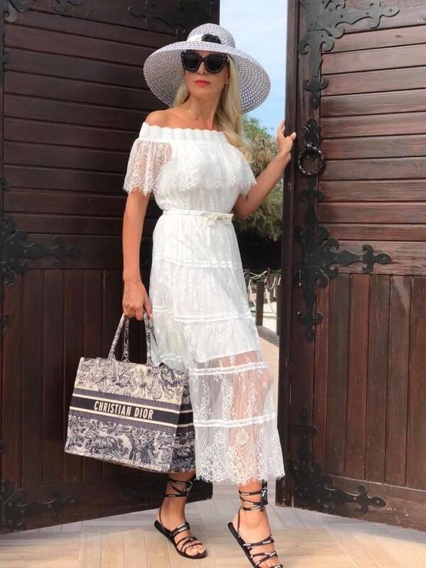 Бяла рокля с дантела