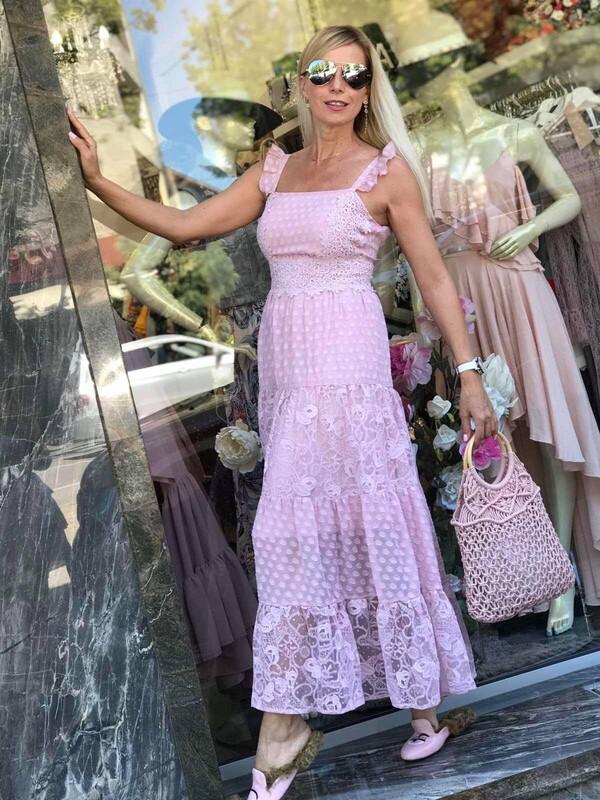 Дълга рокля в нежно розов цвят