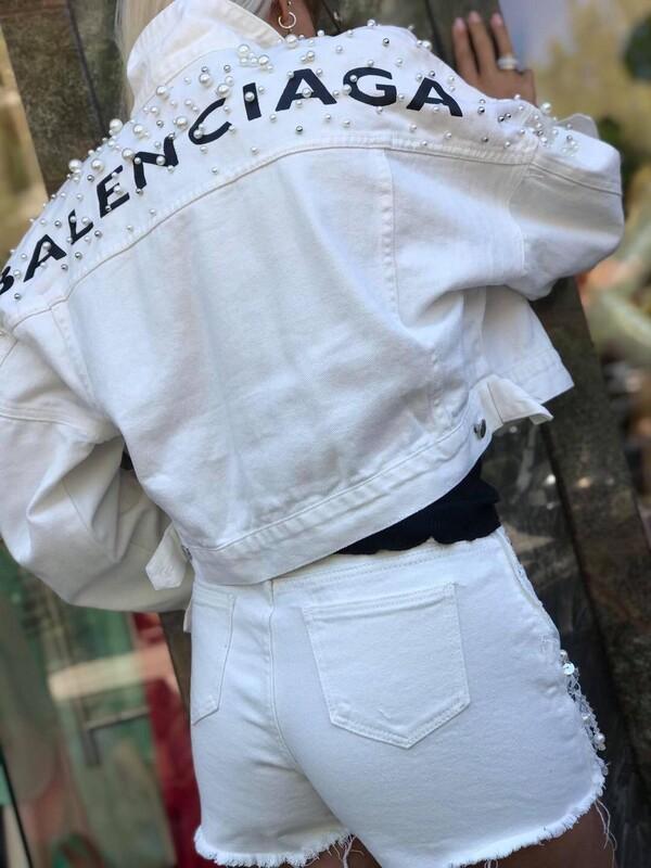 Дънкови къси панталони в бяло