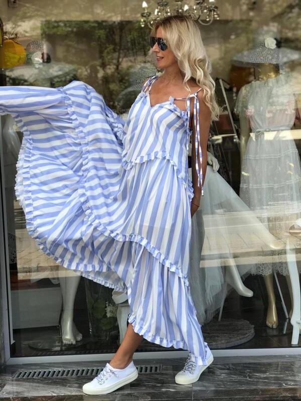 Дълга рокля в морски стил