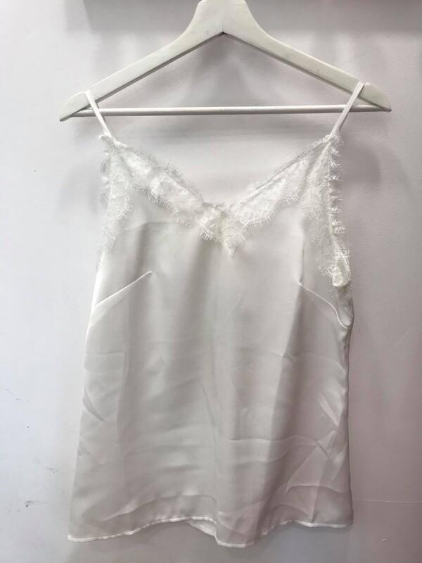 Топ в бяло
