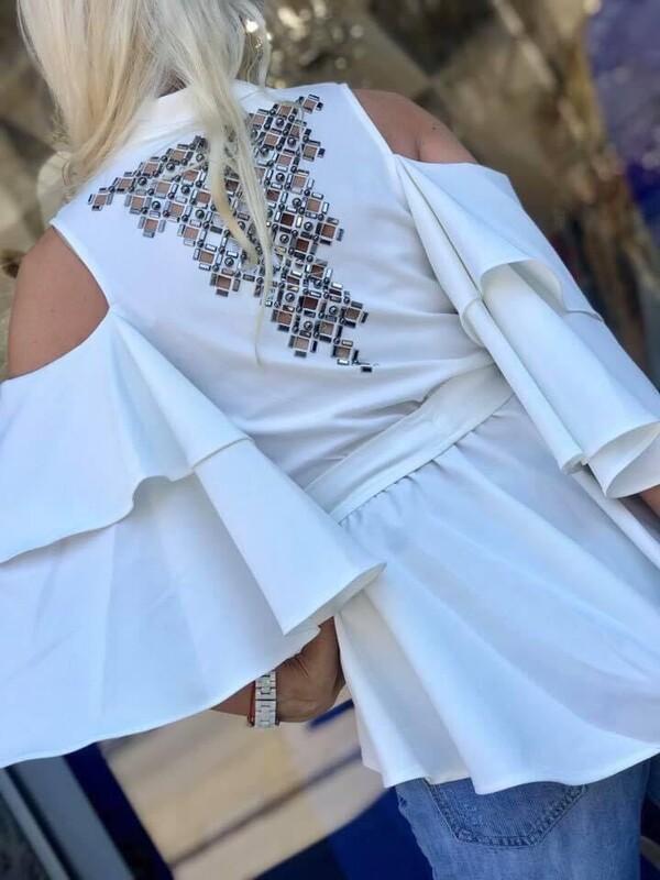 Риза в бяло